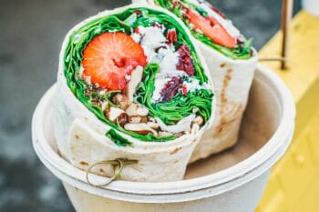 Dragons Dang Wrap mit Erdbeeren Salat