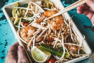 Thailänidscher Snack mit Sprossen und Garnelen