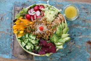 Buddha Bowl mit Couscous Rote Beete