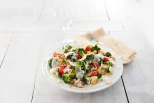 Brokkoli Salat mit Dressing