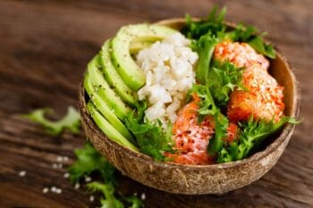 Poke Bowl Avocado Lachs Salat