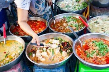 Thailändische SuppenvielfaltStreet Food Straßen Märkte
