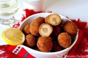 Frittierte Oliven mit Fleisch gefüllt