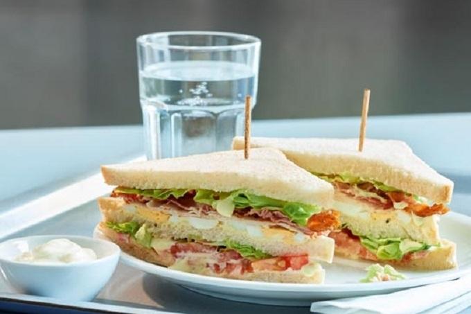 Sandwich Salatreme mit Eiern und Bacon