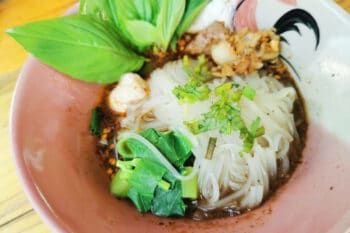 NUdelsuppe Thailand_ Fleischbällchen_Guay Tiew_