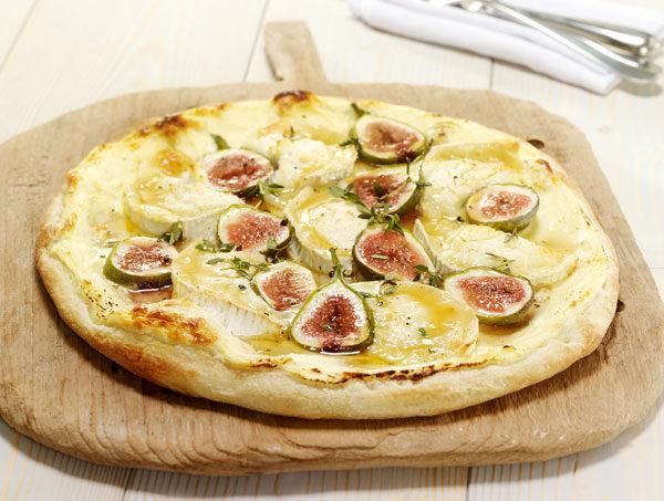 Pizza mit Feigen und Ziegenkäse