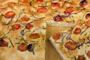 Foccacia Italien mit Tomaten Zwiebel