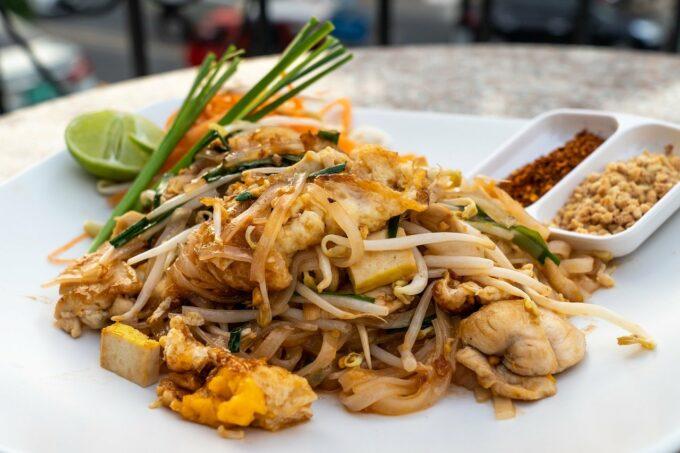 Pad Thai Chili Erdnuss mit Fleisch