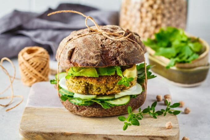 Burger Vegan Gurke Avocado Vollkorn | snackconnection