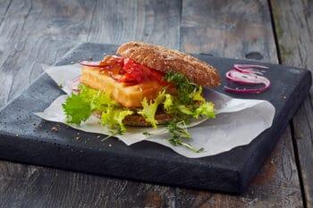 Grillkäse im vegetarischen Burger
