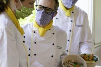 Küchenchefs tragen Maske