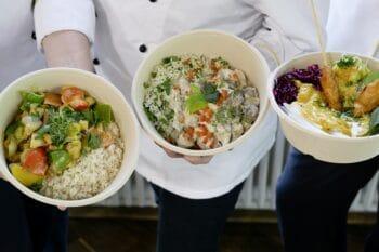 Salat und Fleischgerichte Menü der Mensa To Go