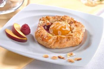 Plunder mit Pfirsich und Mandeln