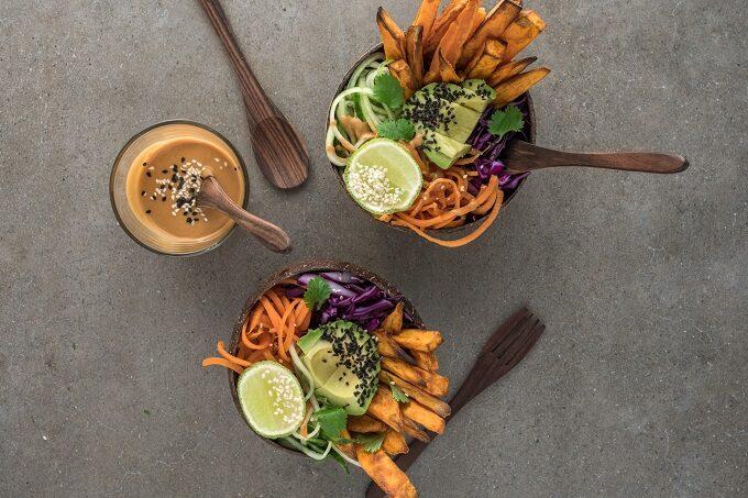 Süßkartoffelbowl mit Tahin Dip