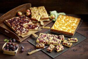Früchtekuchen im Blech mit Zwetschgen und Mandarinen