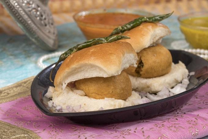 Indischer Burger Vada Pav vegetarisch