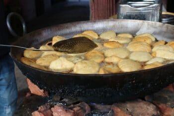 Frittierte indische Teigbällchen