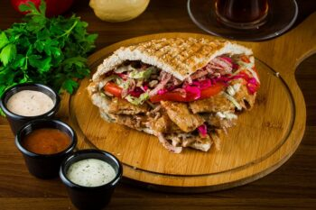 Döner Kebab mit Saucen