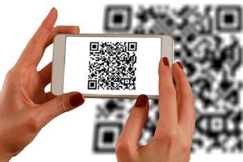 Smartphone mit QR Code