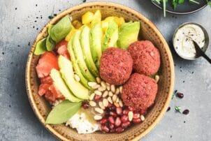 Falafel Bowl mit Avocado
