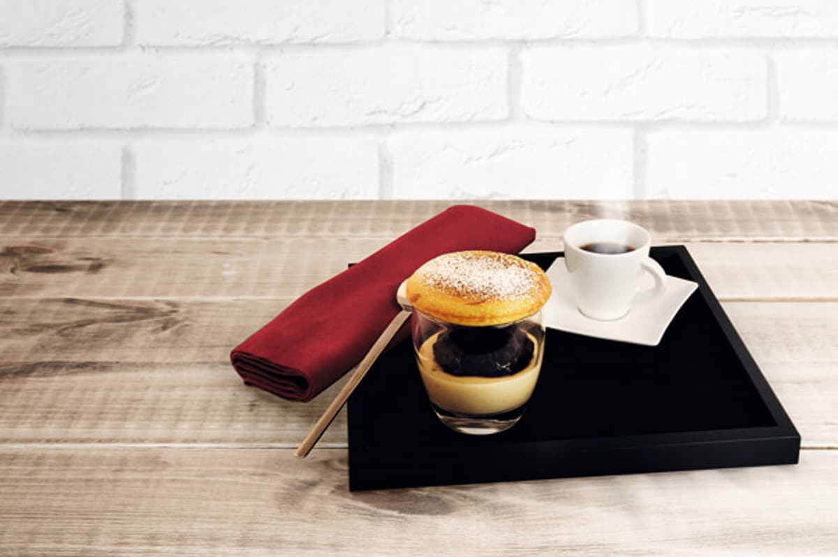 Pancake mit Panna Cotta und Kaffee