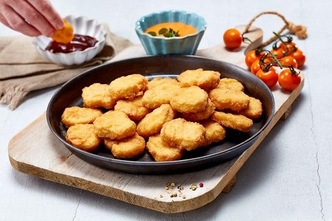Nuggets im Teller mit Dip