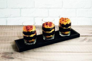 Dessert im Glas mit Waffel