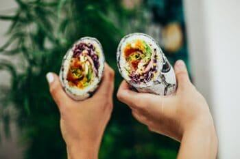 Wrap mit vegetarischen Zutaten