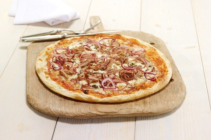 Pizza mit Thunfisch und Zwiebel