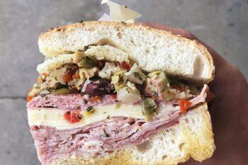 Backwaren_Muffuletta_Sandwich_USA
