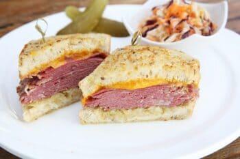 Backwaren_Sandwich_Pastrami