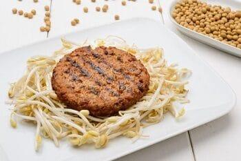Hamburger Patty mit Sprossen