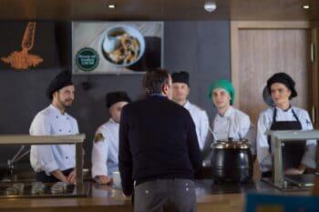 Gastronomie_Mitarbeiter_680px_a_ING_32193_166742.jpg