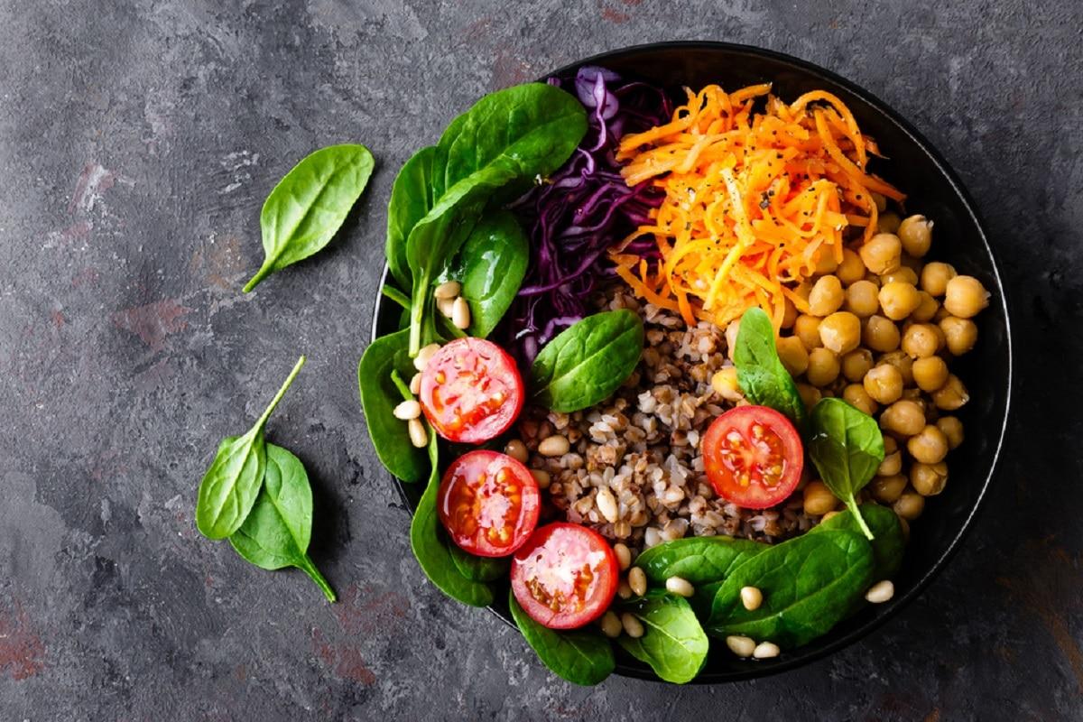 Salat_Food-Bowl-Kichererbsen-BUchweuzen