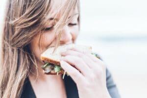 Sandwich Frau unsplash snackconnection
