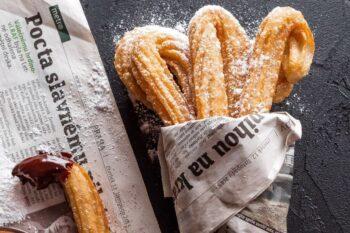 spanisches Gebäck, Churros mit Schokolade / snackconnection
