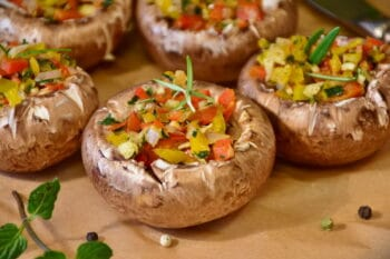 Champignons gefüllt mit Paprika / snackconnection