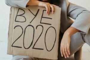 Schild auf dem steht: Bye 2020 / snackconnection
