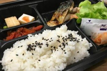 bento Box aus Japan Menüschale mit Essen / snackconnection