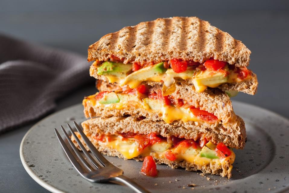 veganes Sandwich veganer Käse Paprika Tomaten