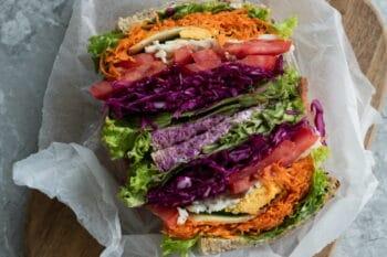 Sandwich mit buntem Gemüse / snackconnection