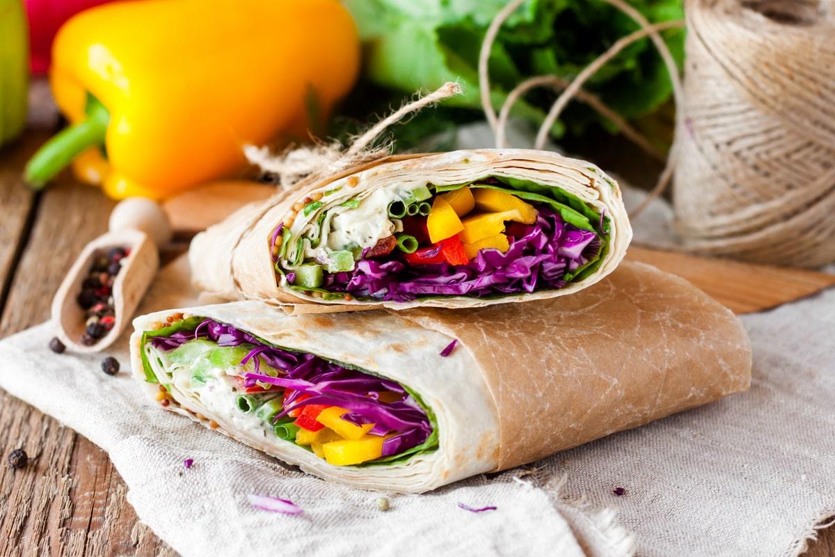 Wrap mit Gemüse und Feta