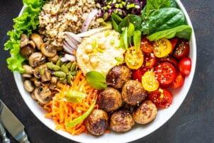 Bunte Buddha-Bowl Falafel / snackconnection