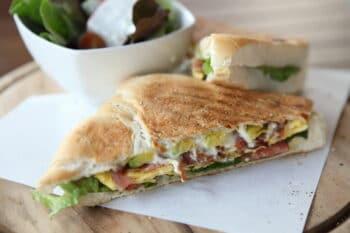 Sandwich egg and avocado / snackconnection