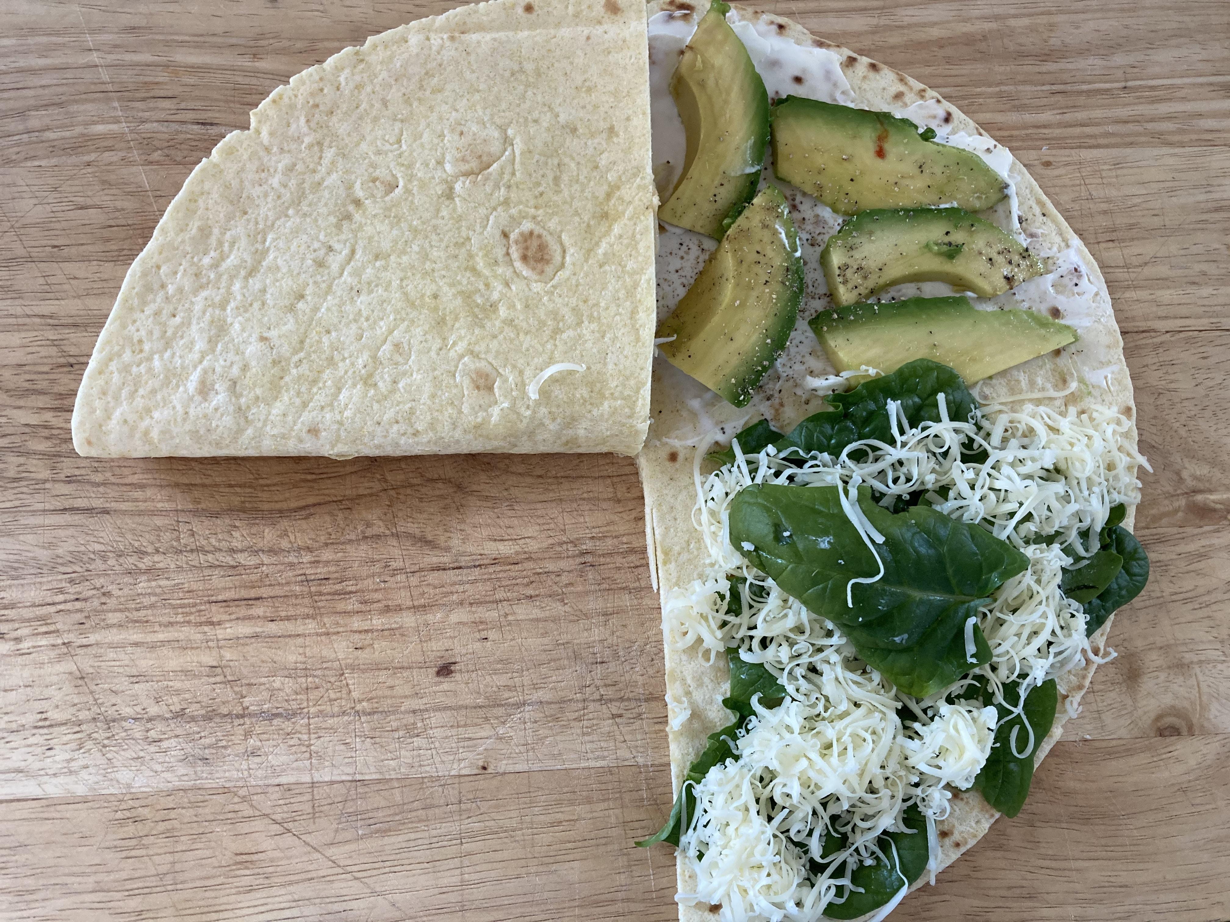 Wrap gefaltet: Avocado, Käse / snackconnection