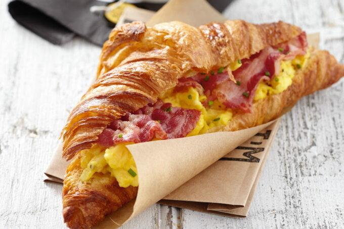 belegtes Croissant Ei Bacon | snakconnection