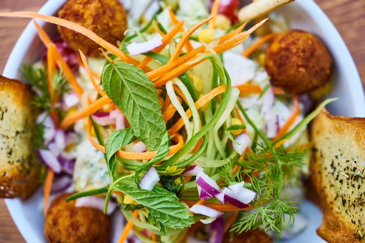 Salat Falafel vegetarsisch