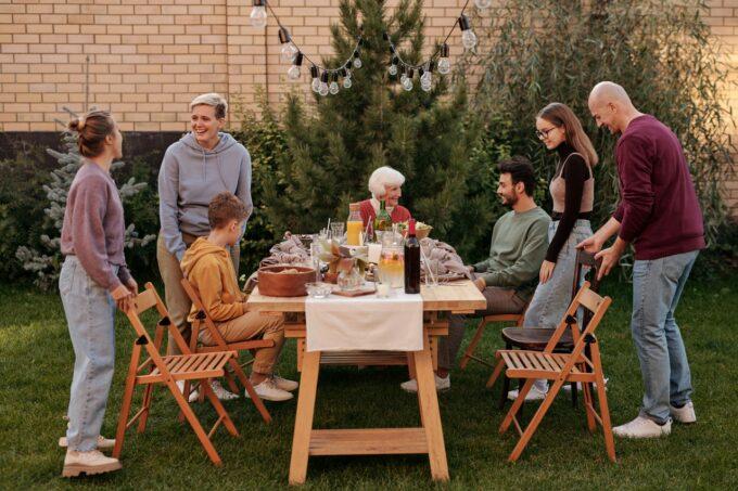 Familie Essen zusammen Garten | snackconnection
