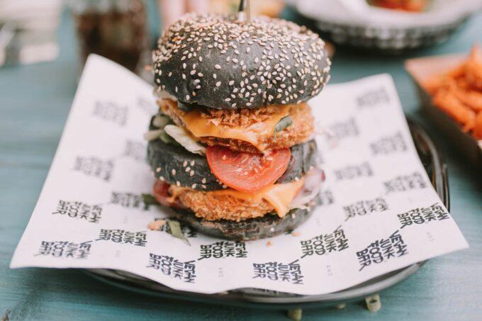 Schwarzer Burger vegan