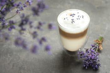 Kaffee-Lavendel-Latte
